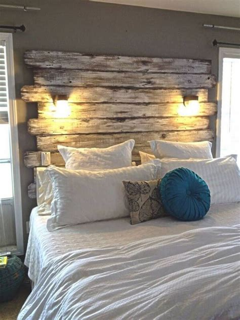 Homemade-Diy-Pallet-Headboard-With-Lights
