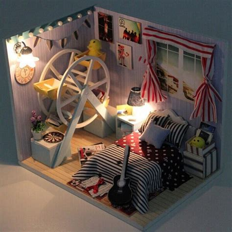 Hoomeda Diy Wood Dollhouse Miniatures
