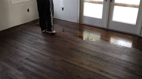 How Many Coats Of Water Based Polyurethane On Hardwood Floors