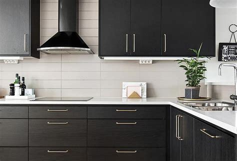 How Much Space Between Upper And Lower Cabinets