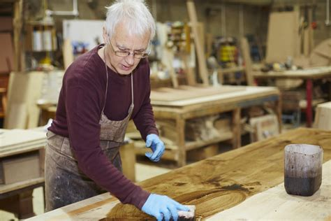How To Apply Polyurethane To Wood After Staining