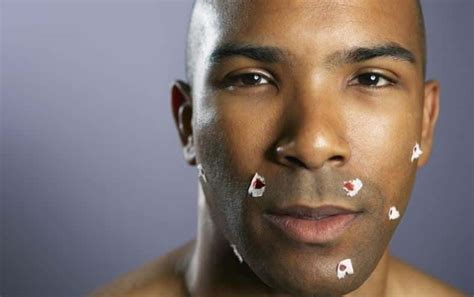 How To Avoid Cutting Yourself While Shaving