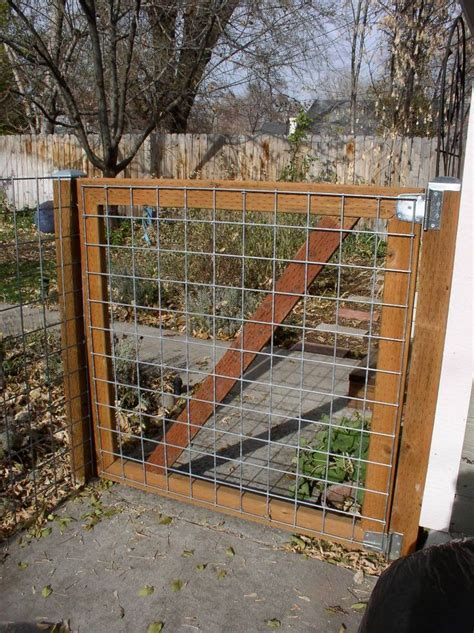 How To Build A Garden Gate With Wire Fencing