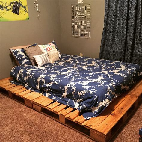 How To Build A Queen Bed Out Of Pallet Wood