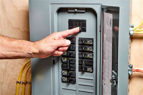 How To Change A 20 Amp Breaker In A Panel