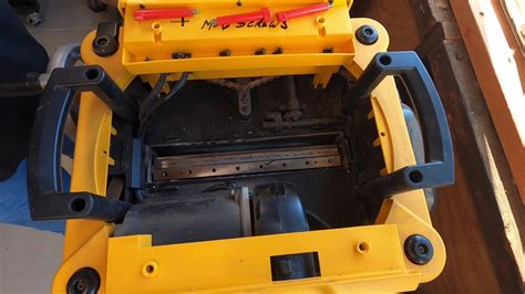 How To Change Planer Blades On A Dewalt
