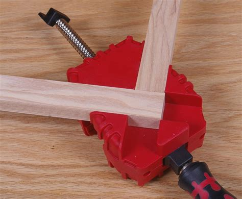 How To Clamp A Corner Joint For Wood