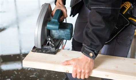 How To Cut 2x4 Straight With Circular Saw