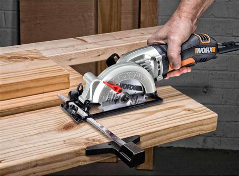 How To Cut A 2x4 In Half With A Circular Saw