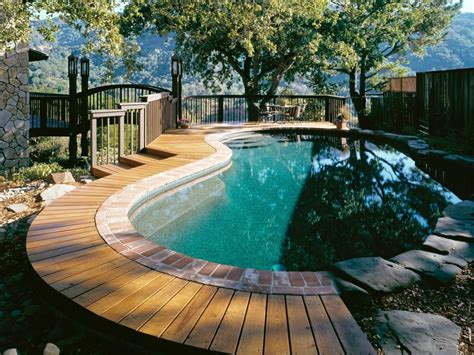 How To Deck In An Above Ground Pool