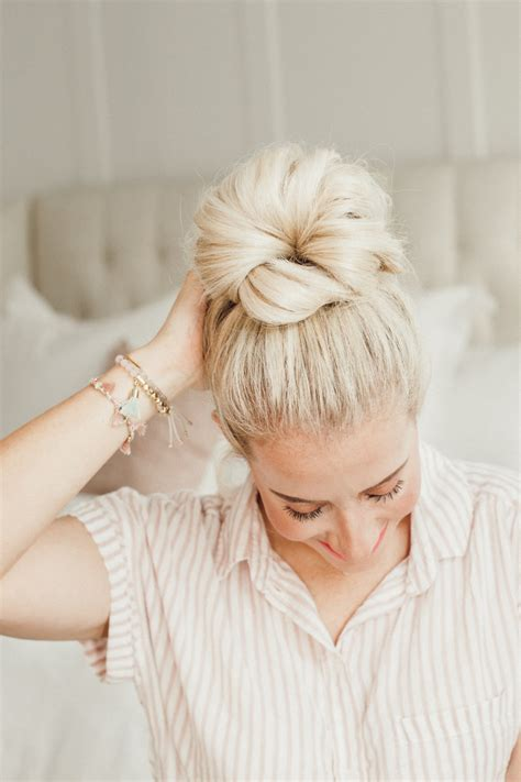 How To Do A Cute Messy Bun