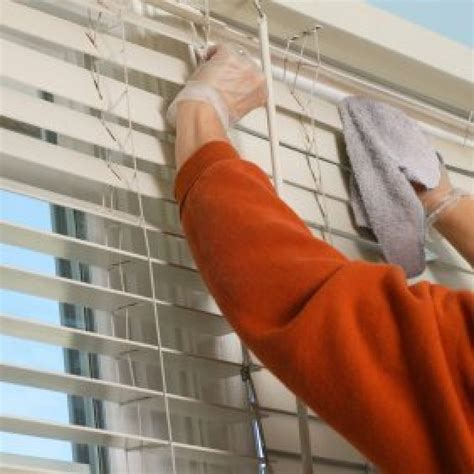 How To Dust Wooden Blinds