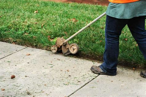 How To Edge The Lawn Without An Edger