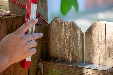 How To Keep Fence Pickets Level And Straight