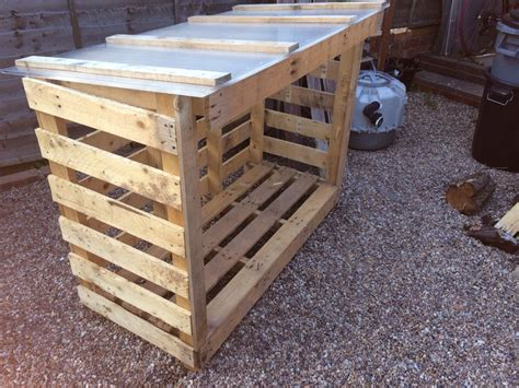 How To Make A Log Store From Wooden Pallets