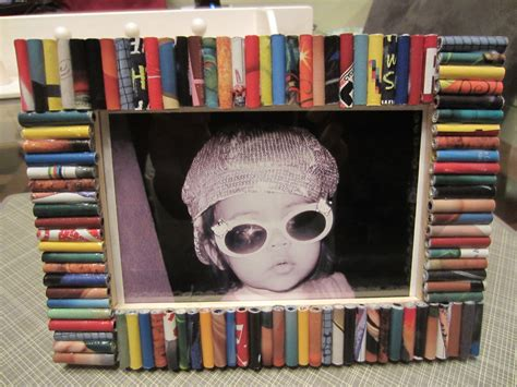 How To Make A Recycled Magazine Picture Frame