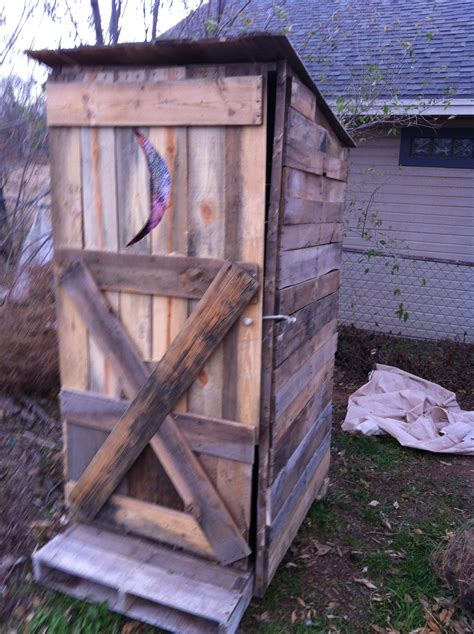 How To Make An Outhouse From Pallets
