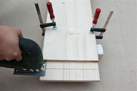 How To Make Straight Cuts With A Jigsaw Piece