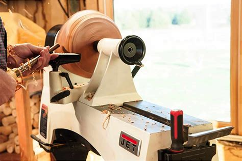 How To Operate A Wood Lathe For Beginners