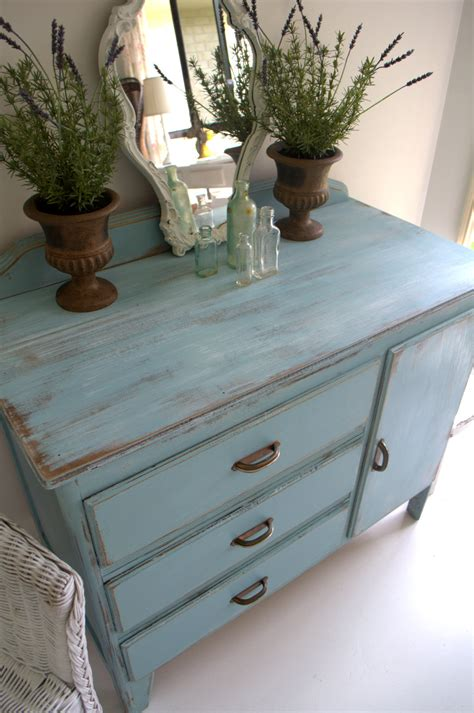 How To Paint Dresser To Look Antique