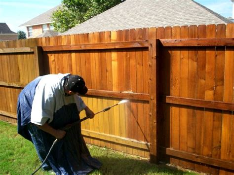 How To Put Stain On Wooden Fence
