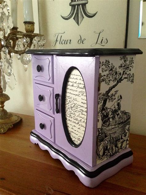 How To Refinish A Wooden Jewelry Box