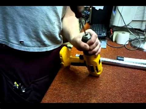 How To Remove Stuck Drill Bit From Keyless Chuck Dewalt