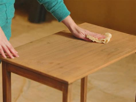 How To Sand And Varnish A Wood Table