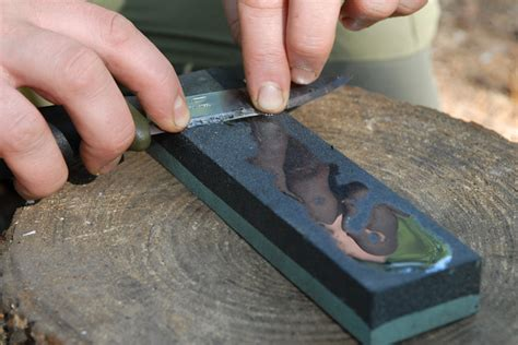 How To Sharpen A Knife On A Oil Stone