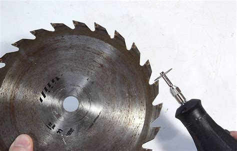 How To Sharpen Table Saw Blades With A Grinder
