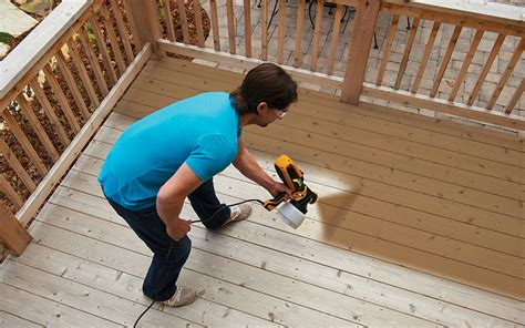 How To Spray A Deck With Wood Stain