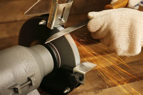 How To Use A Bench Grinder To Sharpen Blades