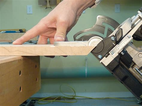 How To Use A Biscuit Jointer For Miter Joints