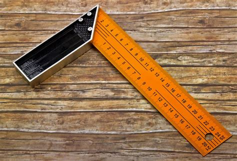 How To Use A Carpenters Square For Angles