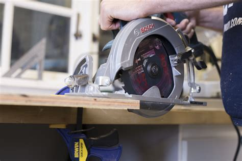 How To Use A Circular Saw Properly Displaying