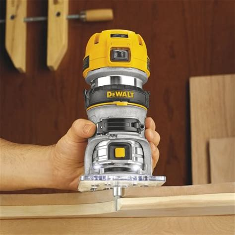 How To Use A Dewalt Palm Router