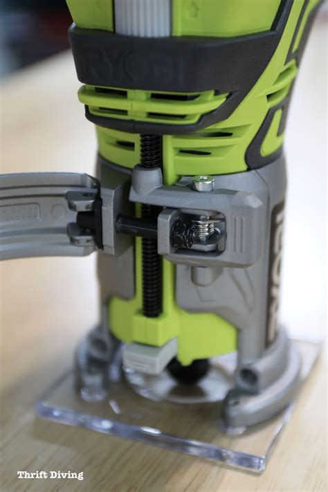 How To Use A Handheld Trim Router