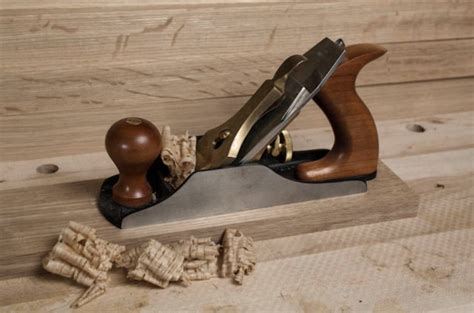 How To Use A Handheld Wood Planer