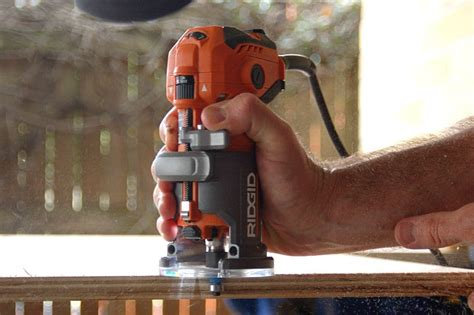 How To Use A Ridgid Trim Router
