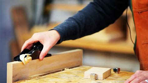 How To Use A Wooden Block Plane