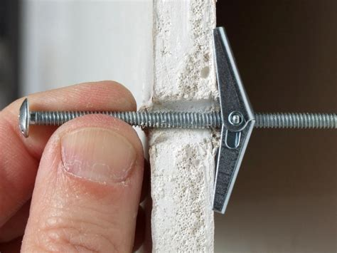 How To Use Toggle Bolts