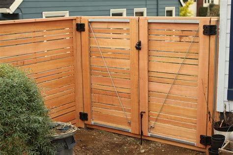 How to build a gate with horizontal slats Image