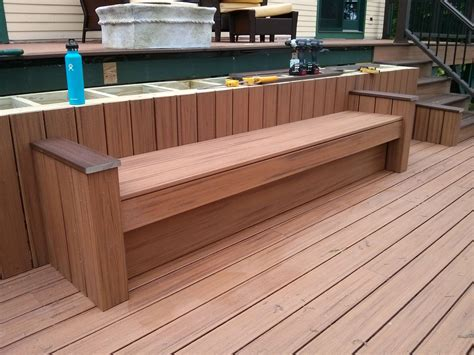 How to build bench seating on a patio Image