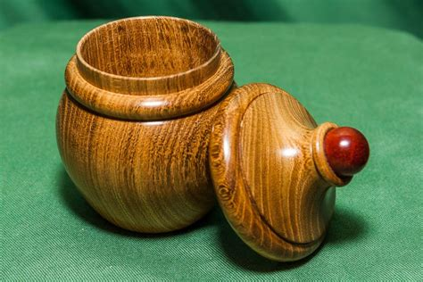 How to make a bandsaw box on the lathe wood turning projects Image