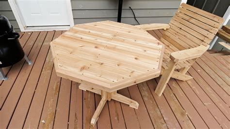 How to make a wooden patio table Image