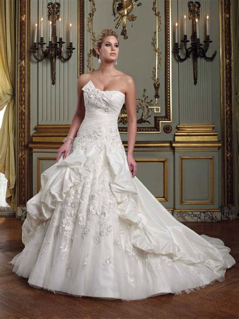How to Care For Wedding Dresses