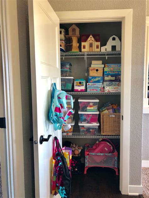 How-To-Easily-Organize-Your-Shelves-Diy-Girls-Room