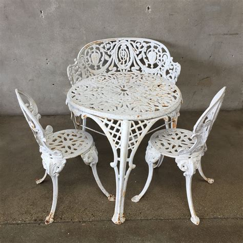 How-To-Highlight-Decorative-Wrought-Iron-Patio-Furniture-Diy