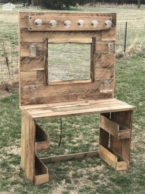 How-To-Make-A-Makeup-Vanity-Out-Of-Wood