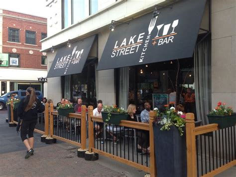 Illinois-Farmhouse-Table